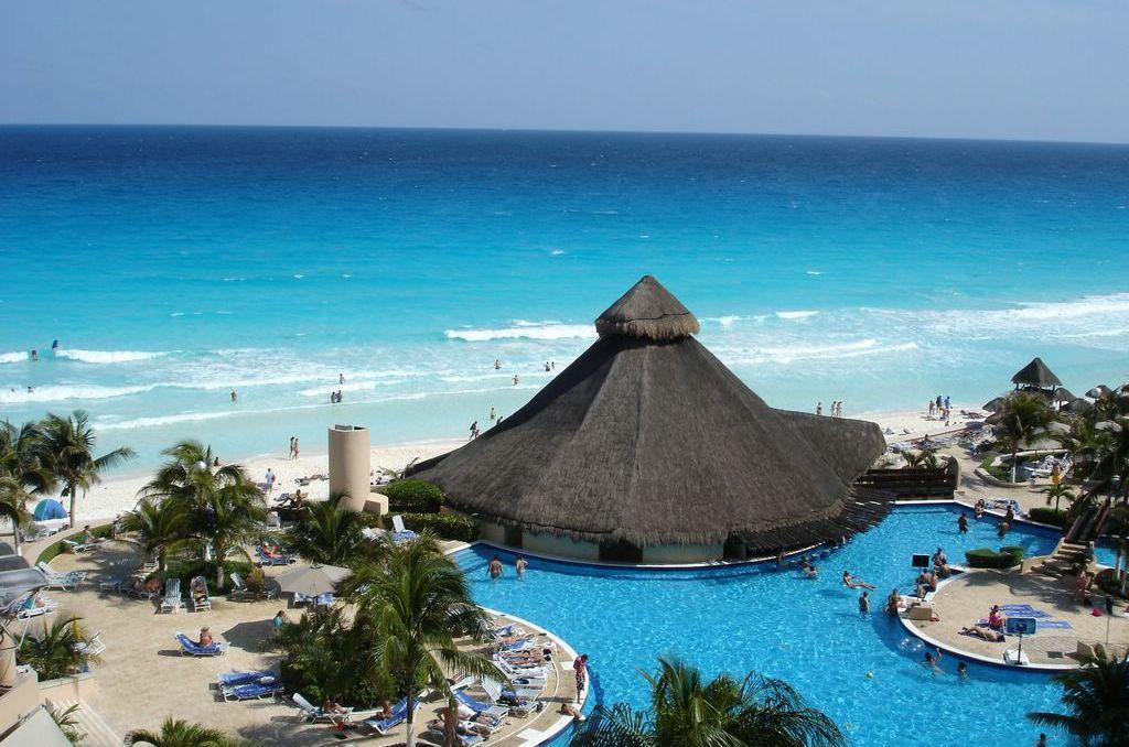 Acapulco Beaches, Mexico Travel Destination image gallery provided by http://www.buymevegas.com