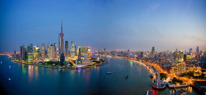 BNNWGT China Shanghai town city blocks of flats high-rise buildings city skyline Huangpu river flow Pudong evening travel traveling