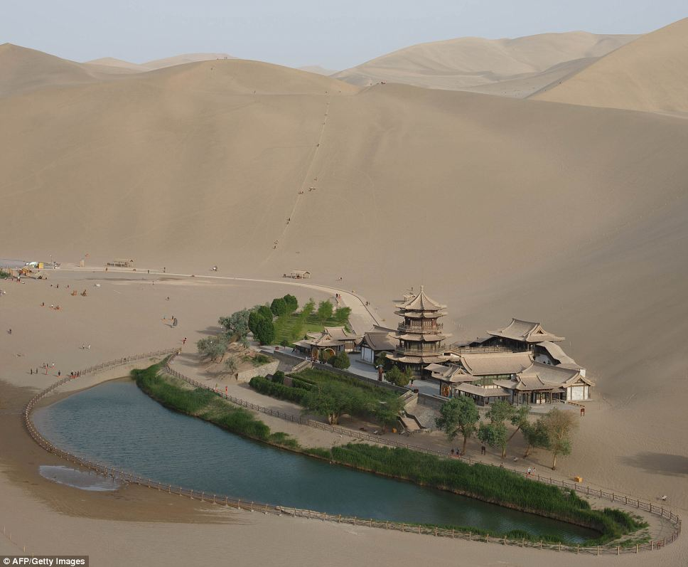 Fascinating ancient oasis in China's desert Gobi (8)