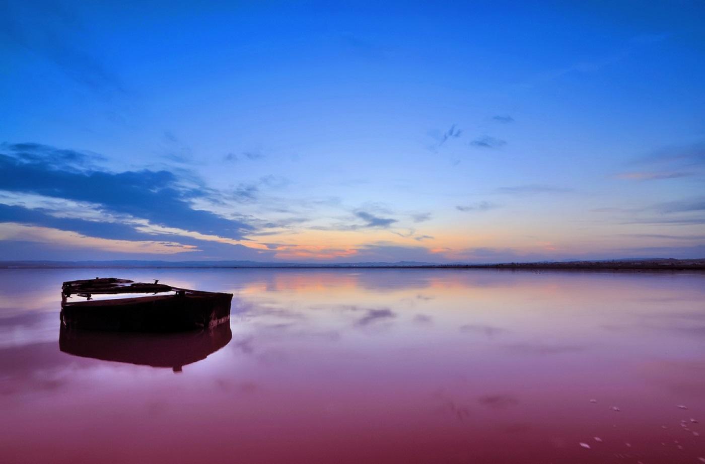 4 Lake-Hillier Amazing places