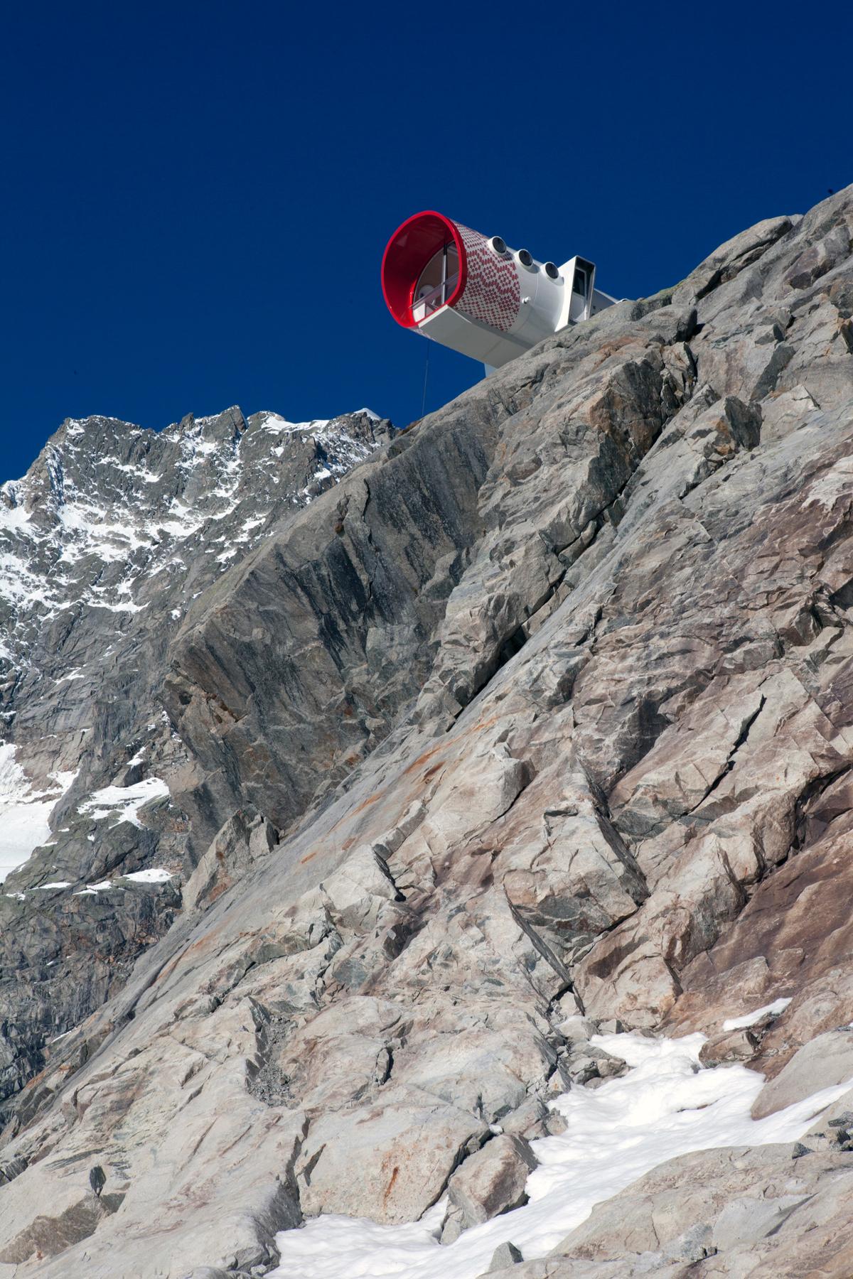 Bivacco Gervasutti, Mont Blanc (1)