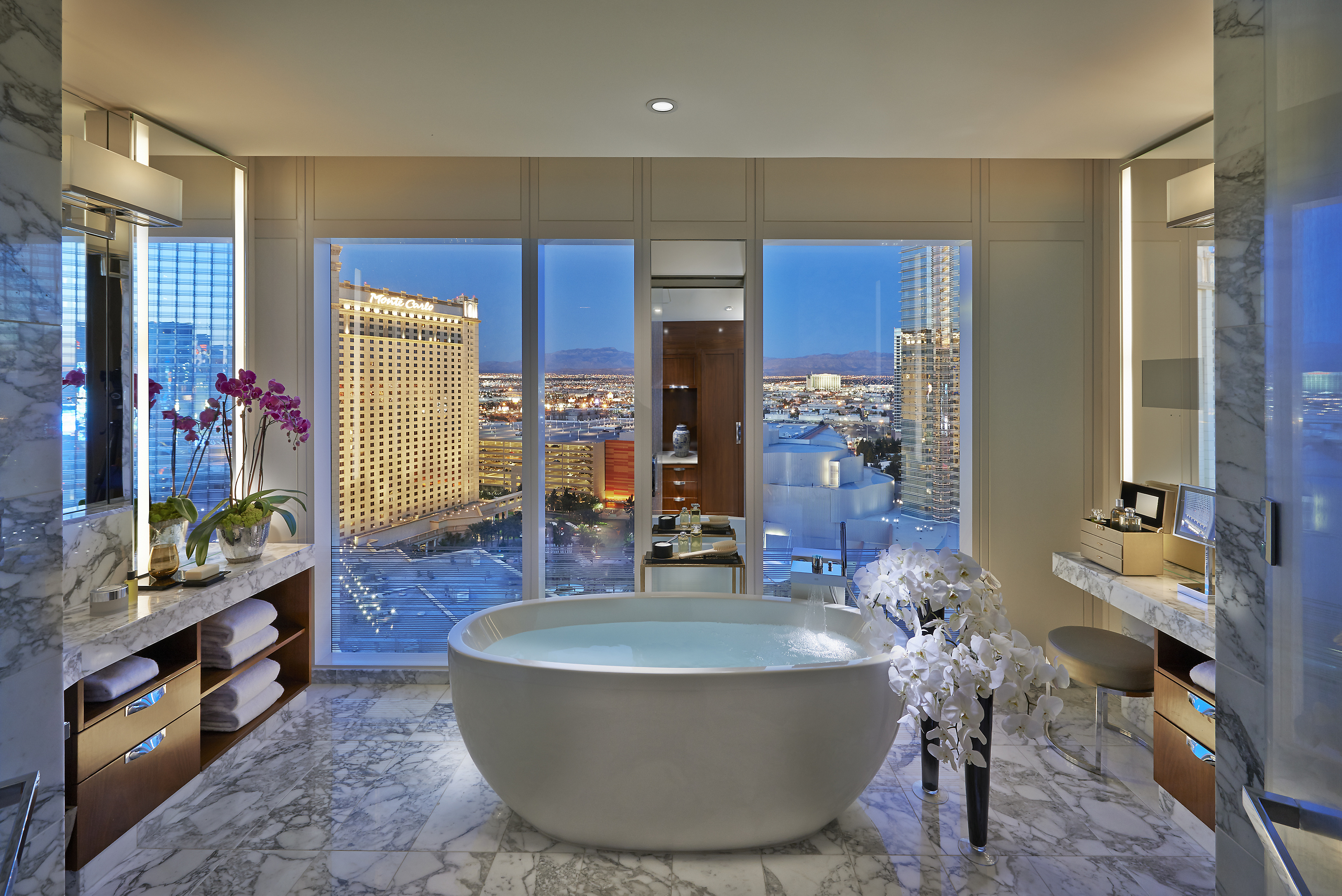 las-vegas-2014-suite-apex-suite-bathroom