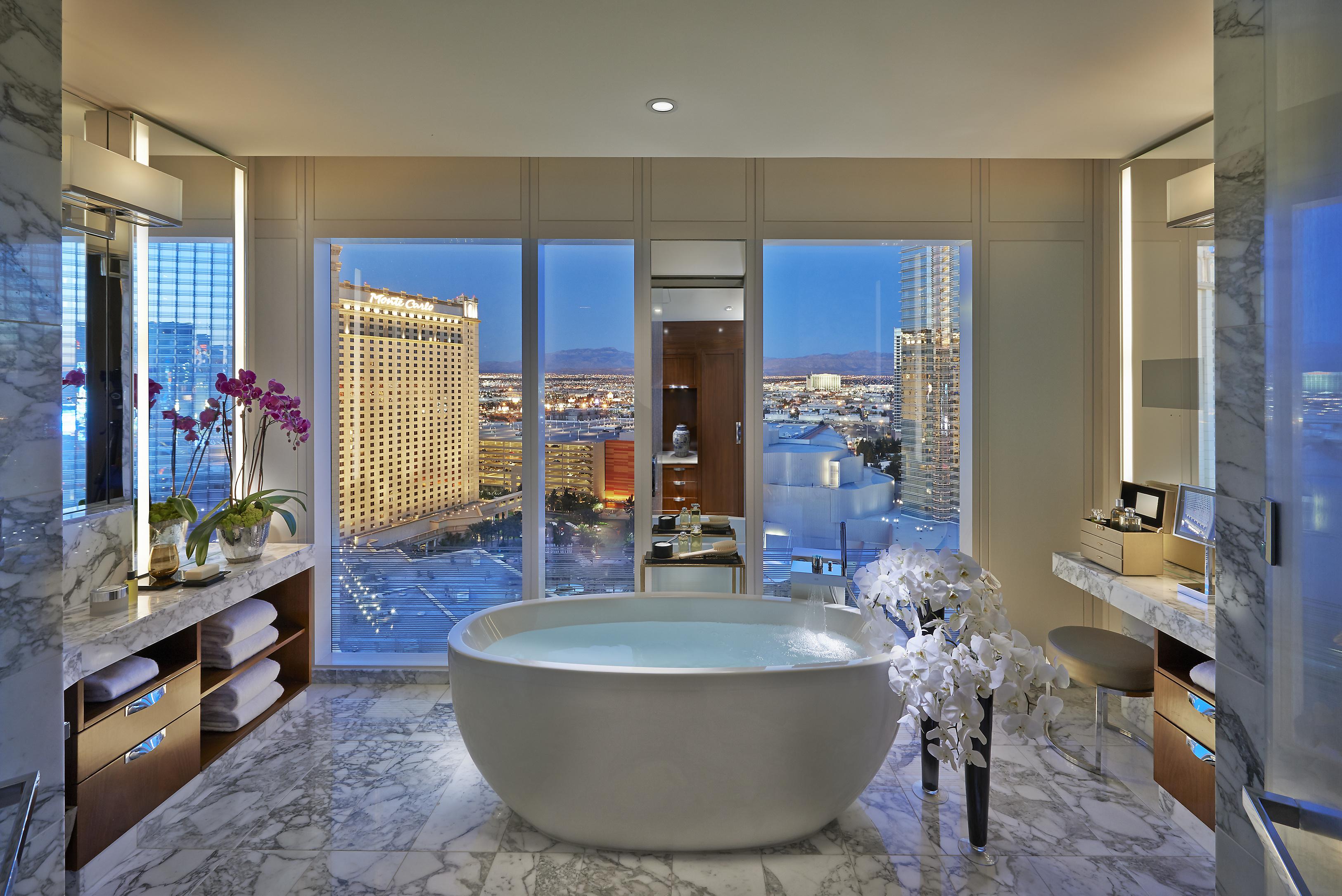las-vegas-2014-suite-apex-suite-bathroom