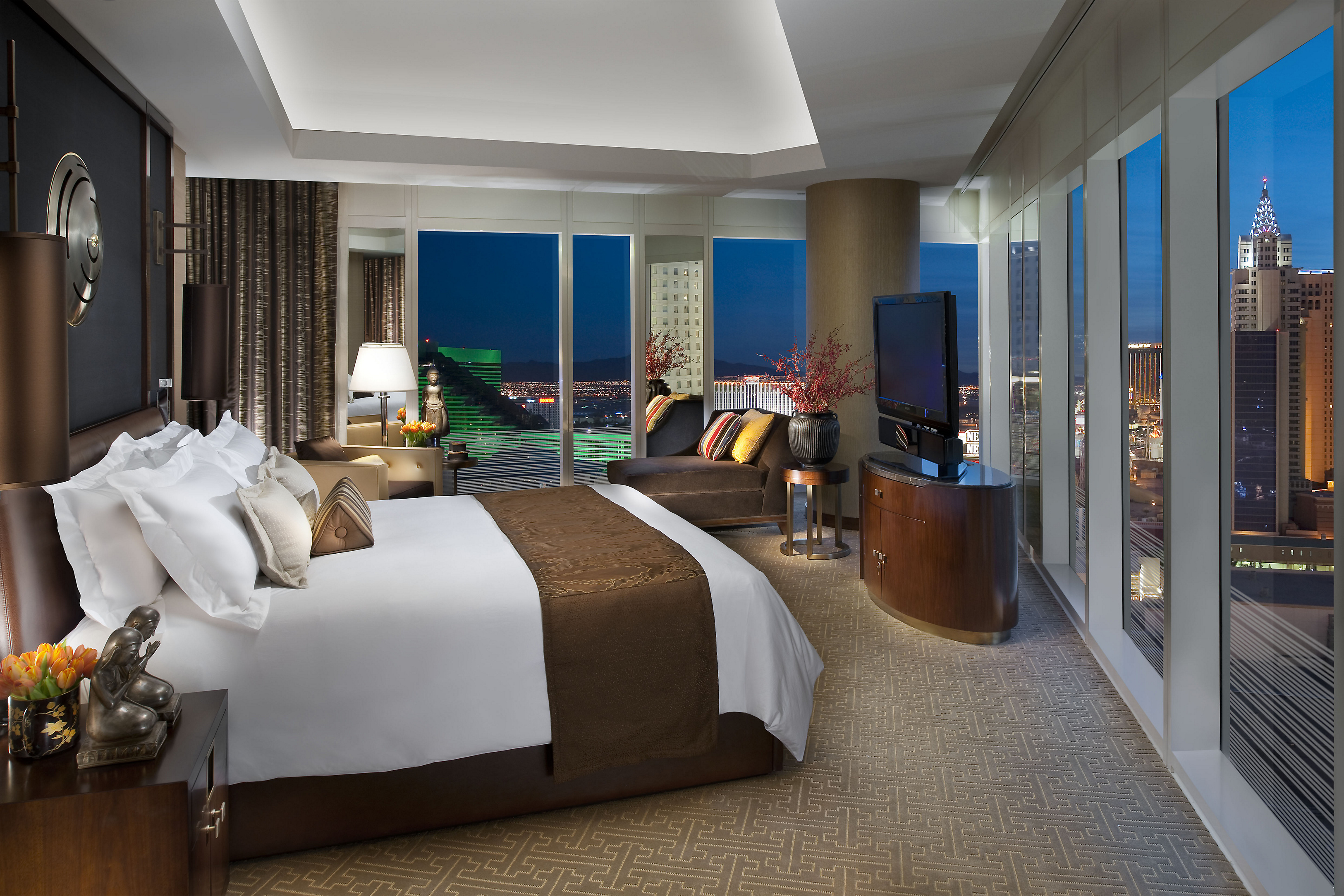 las-vegas-suite-apex-suite-bedroom-1