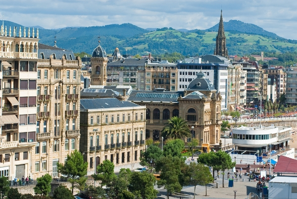 Beautiful-beach-city-of-San-Sebastian-in-Spains-Basque-Country