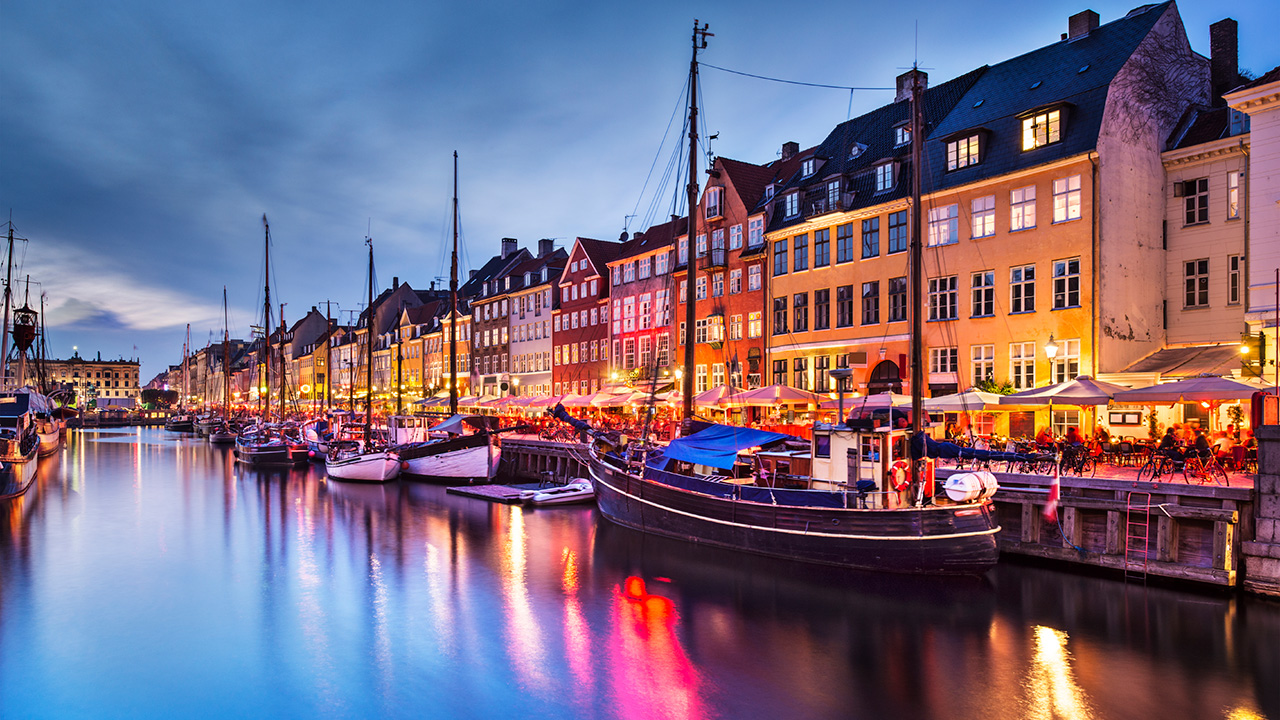 copenhagen-denmark-nyhavn-canal-night