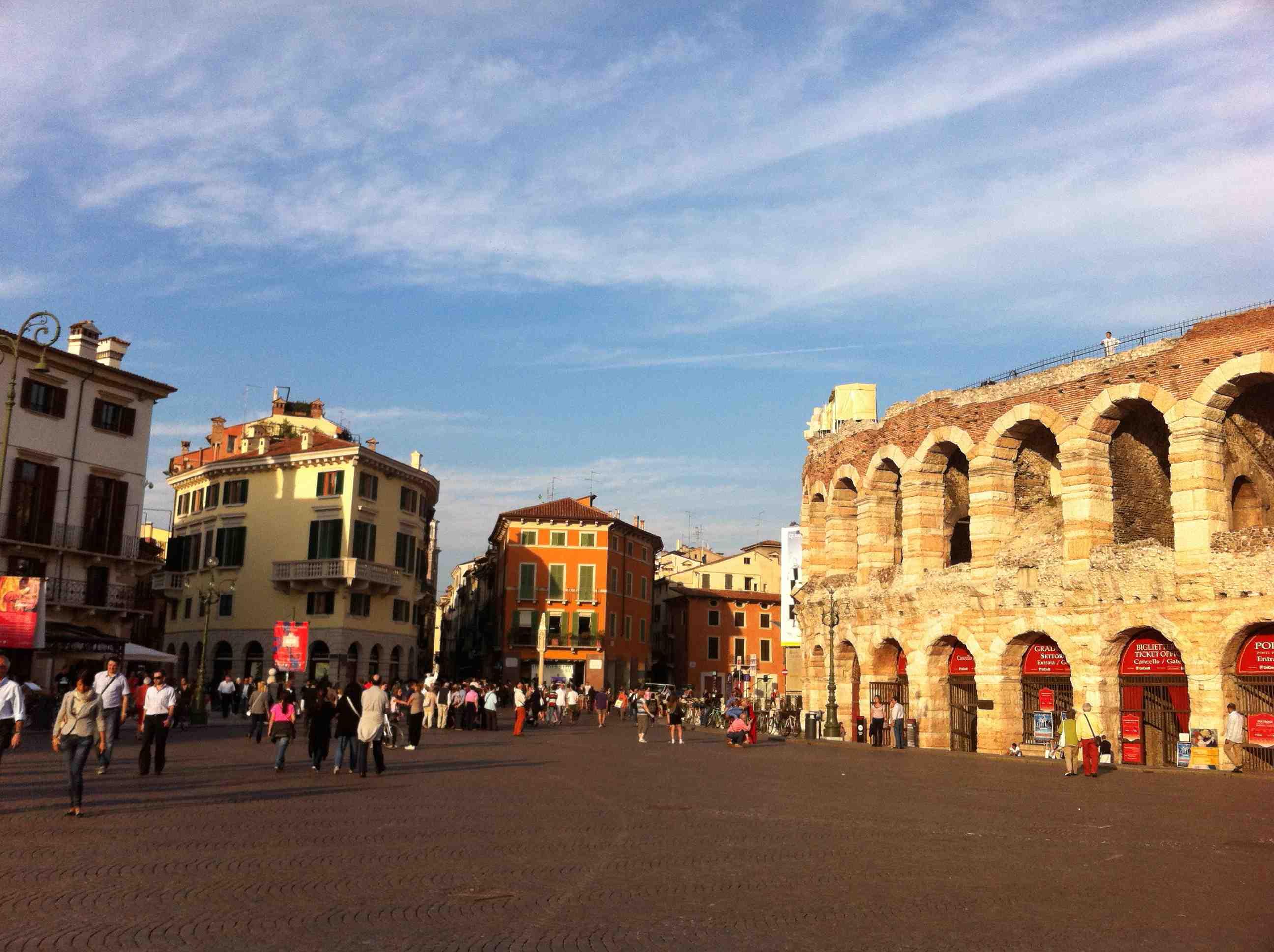 Verona Piazza Edge
